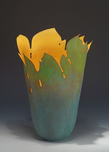 Smolder 1, a copper vessel with experimental coloration by Carol Warner i 2015
